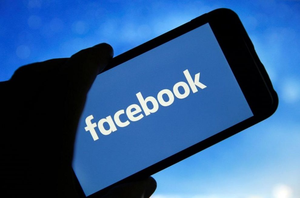 """How to remove the word """"seen"""" under Facebook messages you have read"""