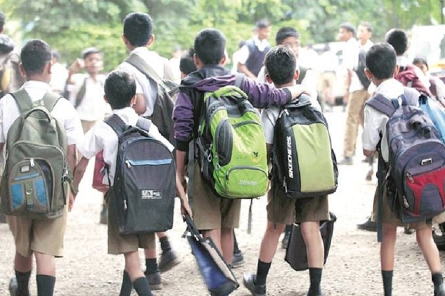 Government to reduce weight of school bags for children